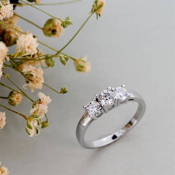GIGAJEWE Total 1.0ct 4.5mm+2X4.0mm Round Cut EF VVS1 Moissanite 925 Silver Ring Diamond Test Passed Fashion Girlfriend Gift